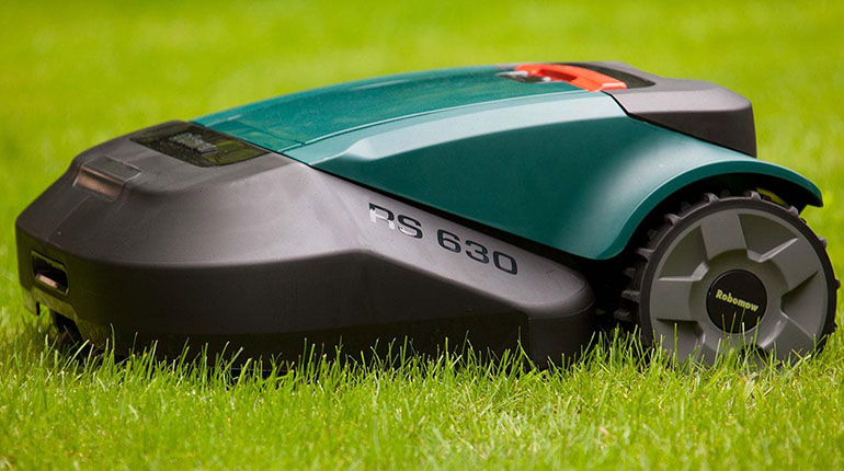 Robomow RS630 AMAZING robot lawn mower review